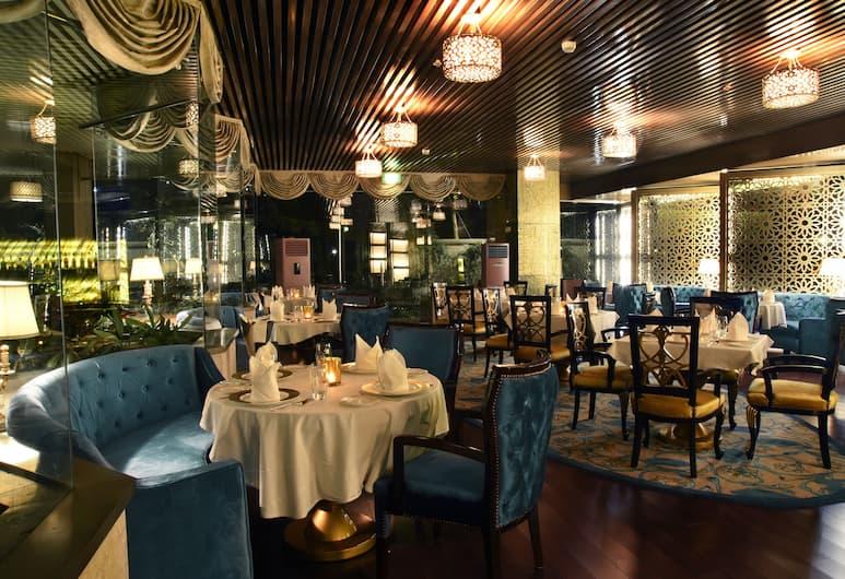 Crowne Plaza Jaipur Tonk Road, Jaipur, Restaurant