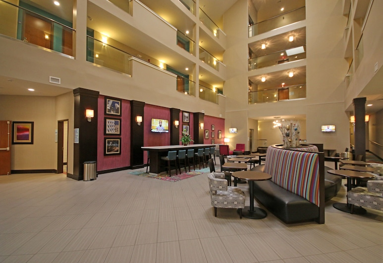 Holiday Inn Express & Suites Charlotte North, Charlotte, Lobby