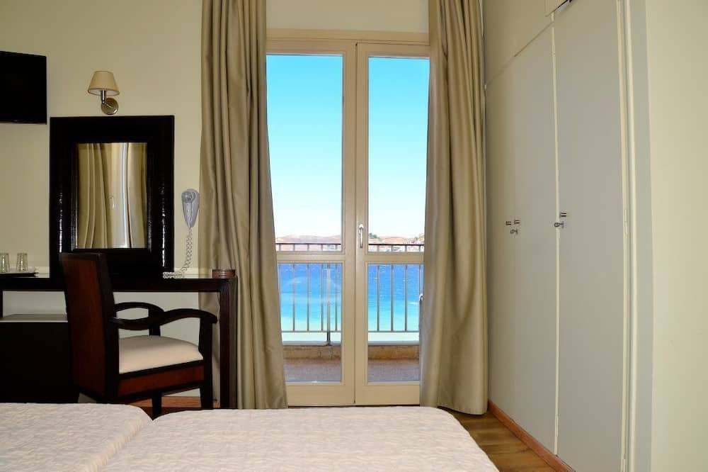 Double or Twin Room, Partial Sea View - Living Area