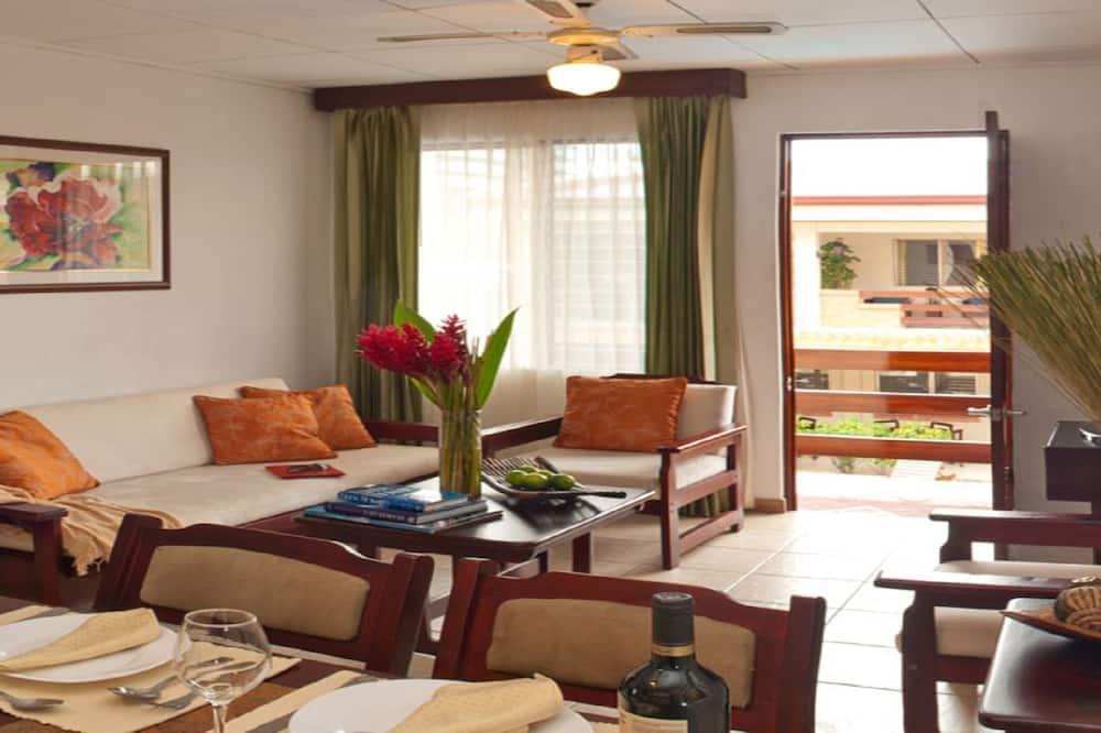 ファミリー アパートメント 2 ベッドルーム - リビング ルーム