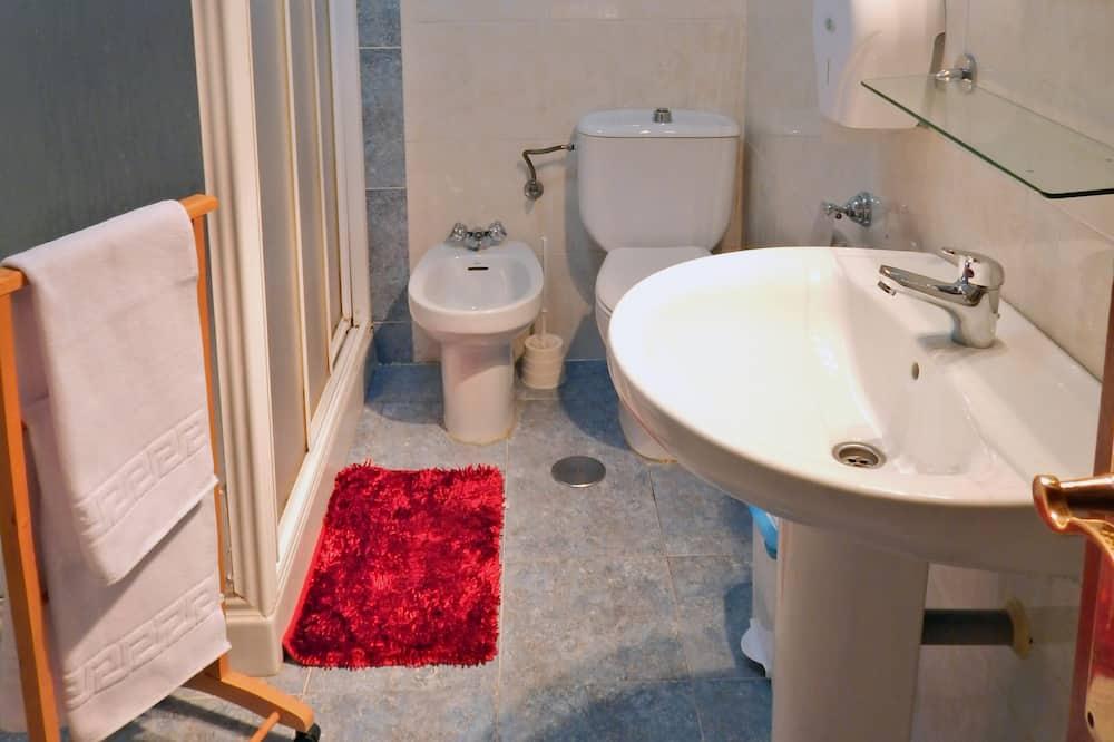 트리플룸, 공용 욕실 - 욕실