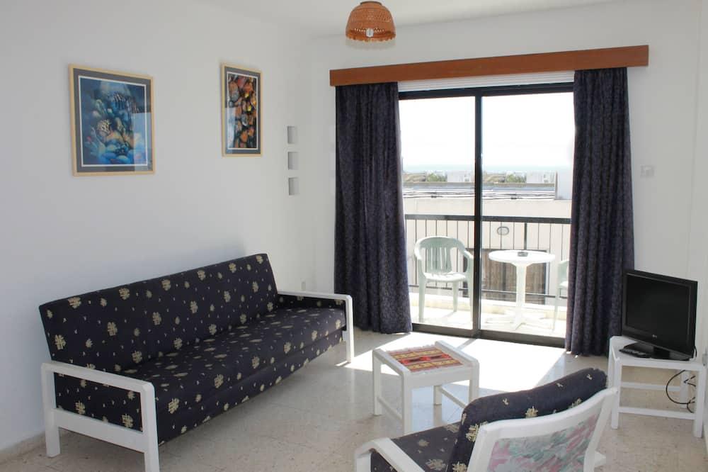 Апартаменти, 1 спальня, з видом на басейн - Вітальня