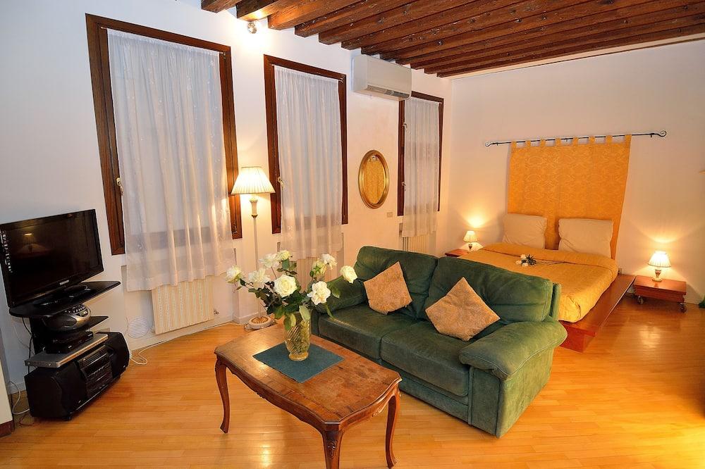 Estudio (Large Studio - Corte de la Malvasia) - Sala de estar