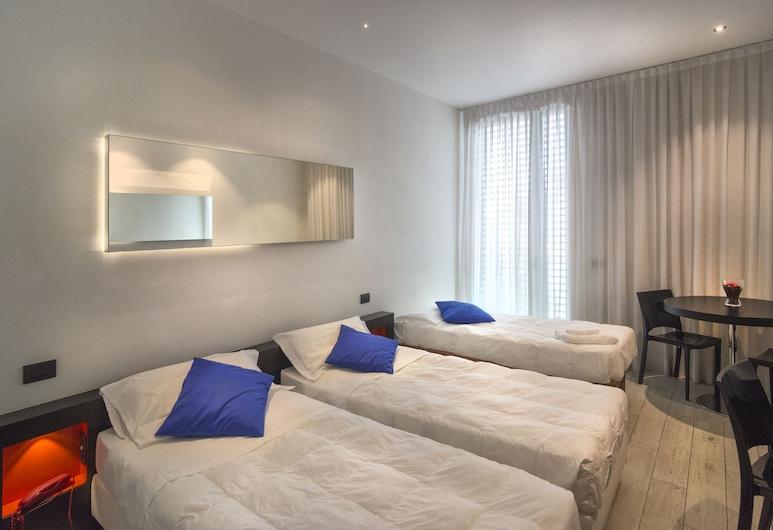 Blue Shades Aparthotel, Pisa, Standard Triple Room, Bilik Tamu