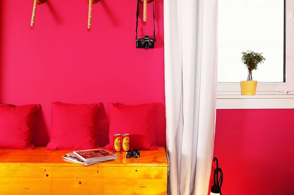 Paloma Bude - Living Room