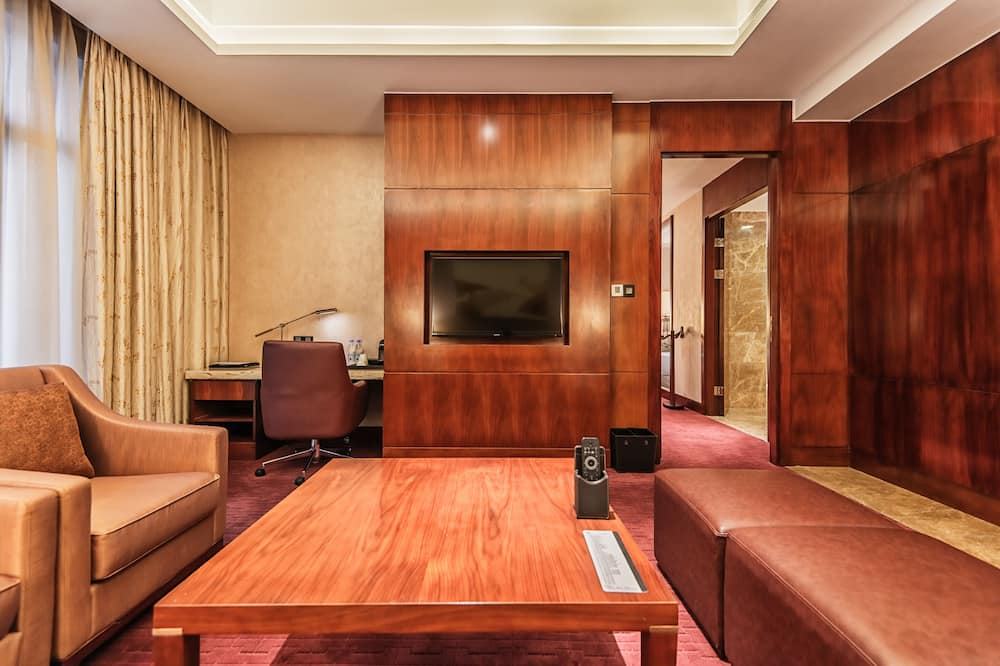 Executive Suite, 1 King Bed - Living Area