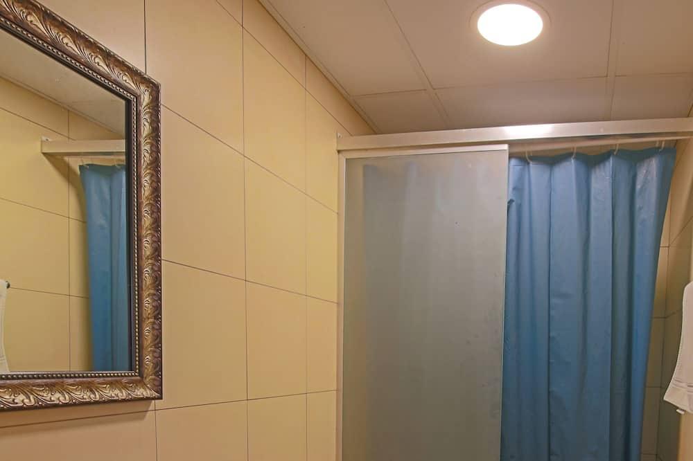 Superior Shared Dormitory, Mixed Dorm, City View - Bathroom