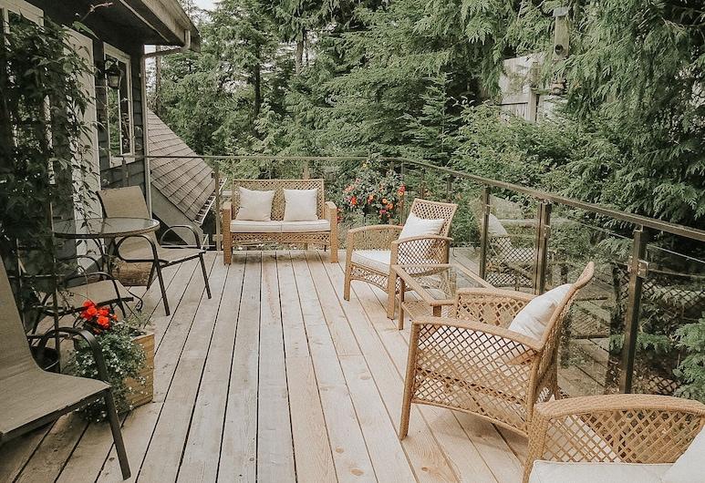 Cobble Wood Guesthouse, Tofino, Terraza o patio