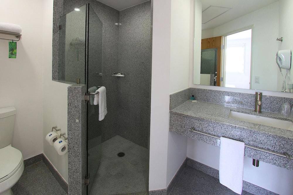 Улучшенный номер, 1 двуспальная кровать «Квин-сайз» - Ванная комната