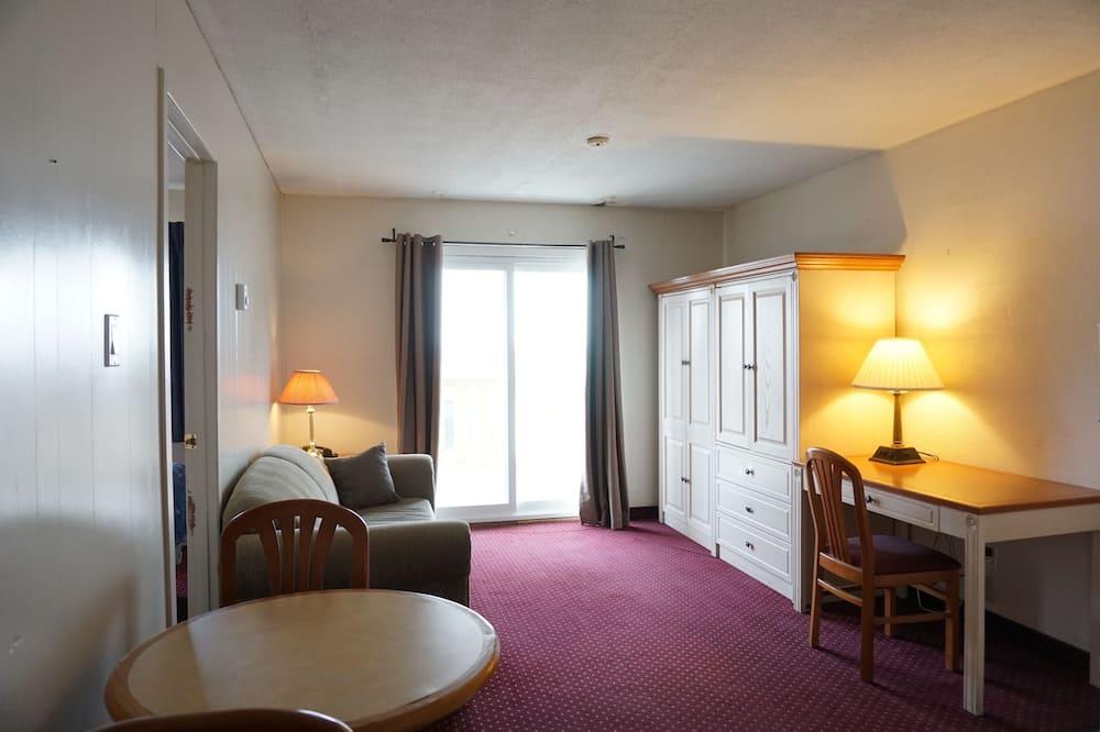 Economy One-Bedroom Suite, Apartment Style (no balcony) - Вітальня