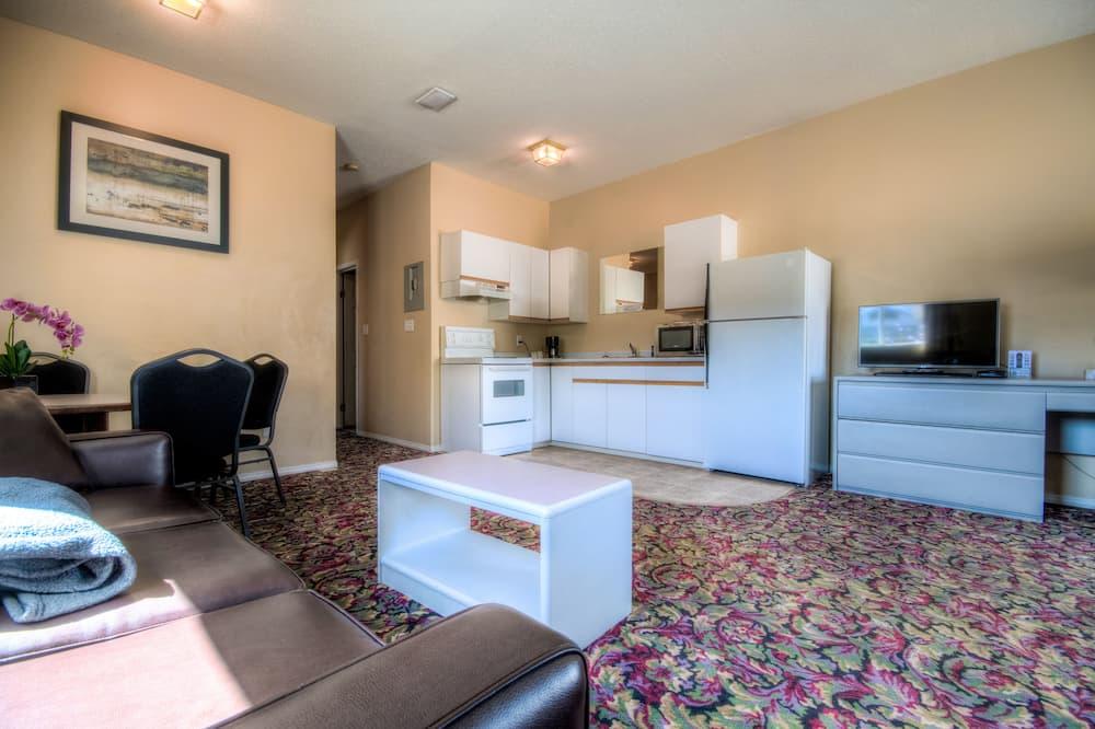Suite, Kitchen (Pet Friendly) - Living Area