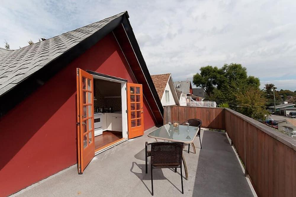 Inukshuk Apartment - Balcony