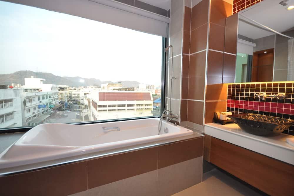ห้องดีลักซ์, เตียงใหญ่ 1 เตียง, เห็นวิวทะเลบางส่วน - ห้องน้ำ