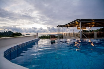 Bild vom El Faro Containers Beach Hotel in Manuel Antonio