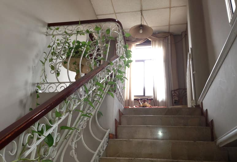 El Patio Suites II, Guayaquil, Staircase