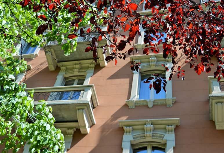 Orologio Living Apartments, Torino, Facciata della struttura