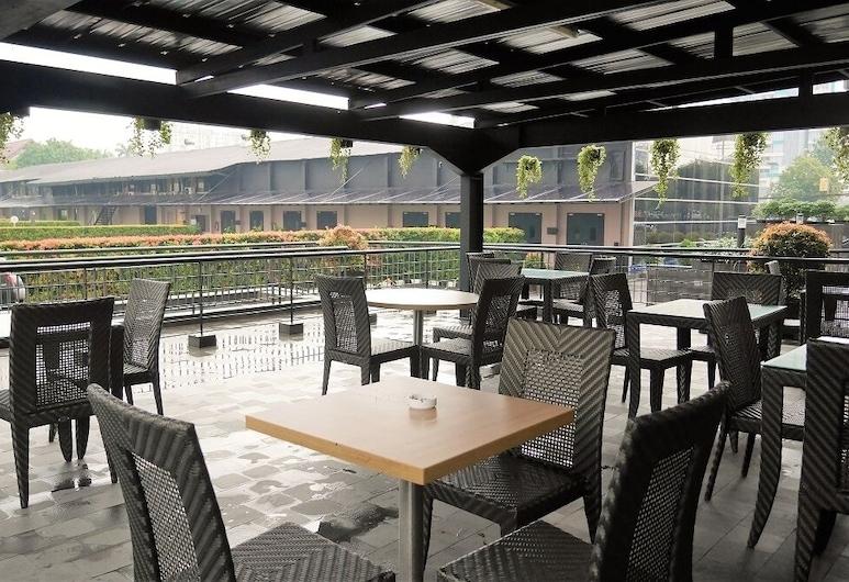 Sentral Cawang Hotel, Yakarta, Terraza o patio