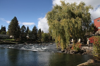 Picture of Bend Riverside Inn & Suites in Bend