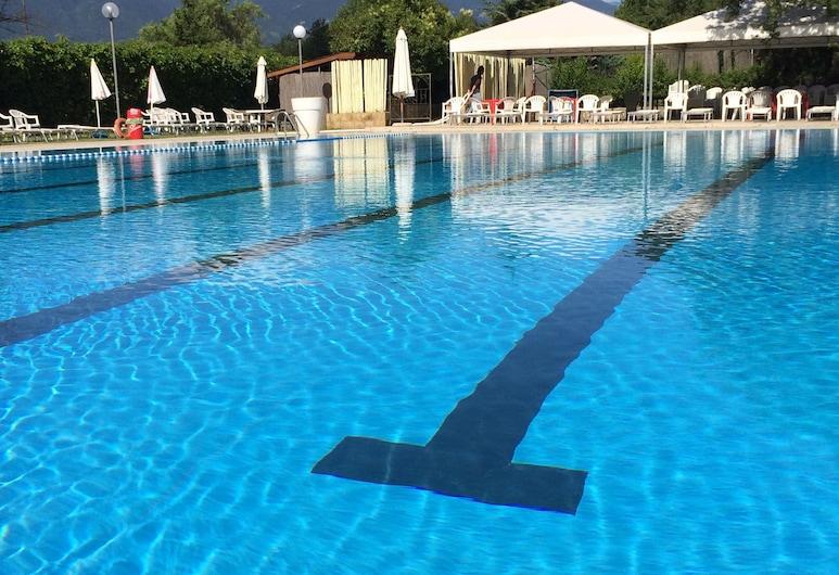 Le Cupolette, Vinchiaturo, Vonkajší bazén