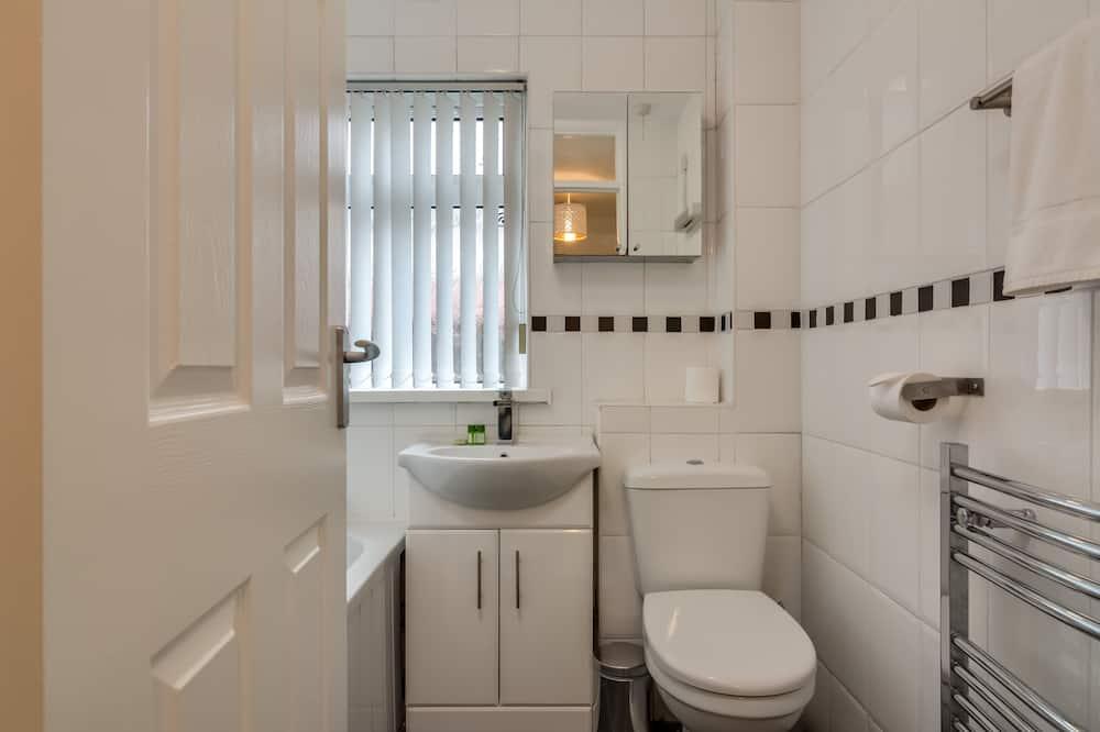 ดีลักซ์อพาร์ทเมนท์, ห้องน้ำส่วนตัว (Two Bedroom Apartment) - ห้องน้ำ
