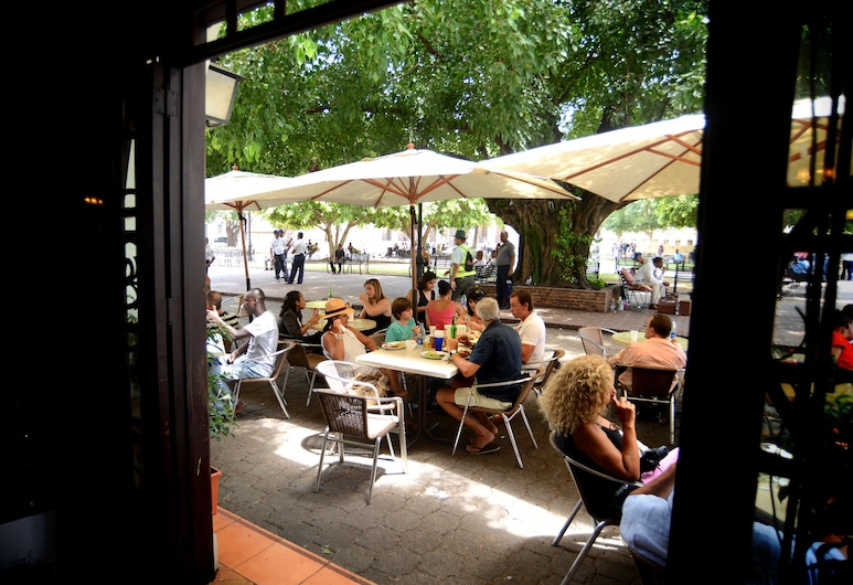 Hotel Conde de Peñalba, סנטו דומינגו, ארוחה בחוץ