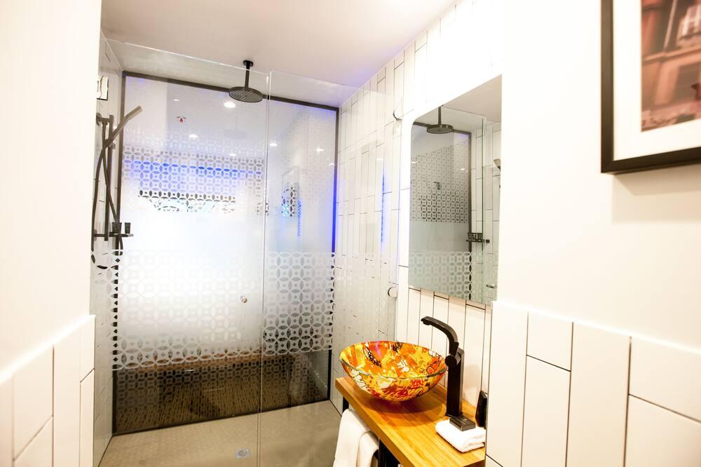 Hotel King with Courtyard - Bathroom