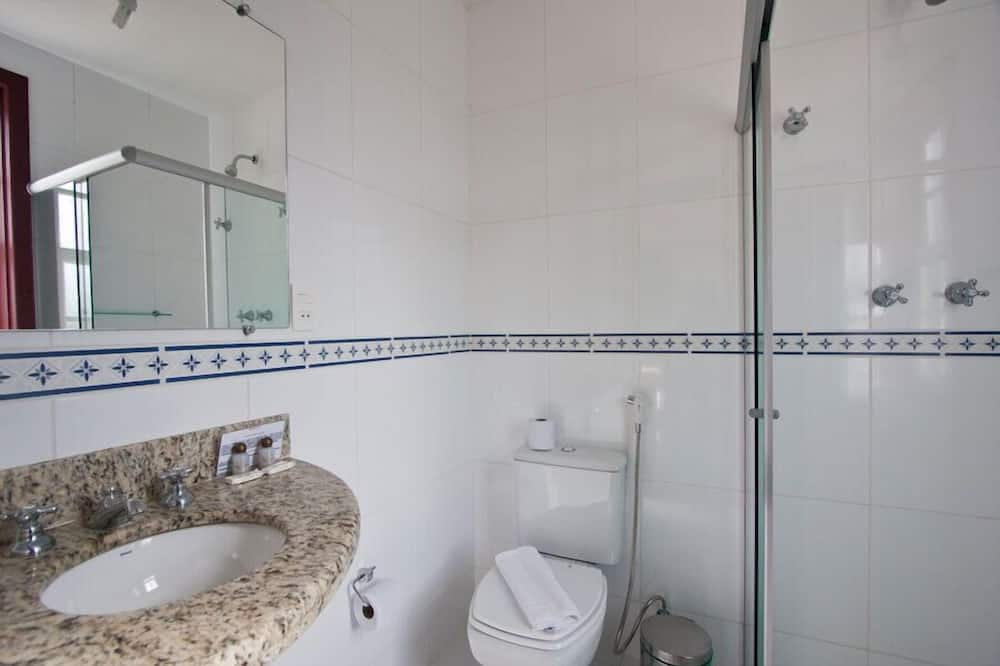 Standard Double or Twin Room, 1 Katil Kelamin (Double) atau 2 Katil Bujang (Single) - Bilik mandi