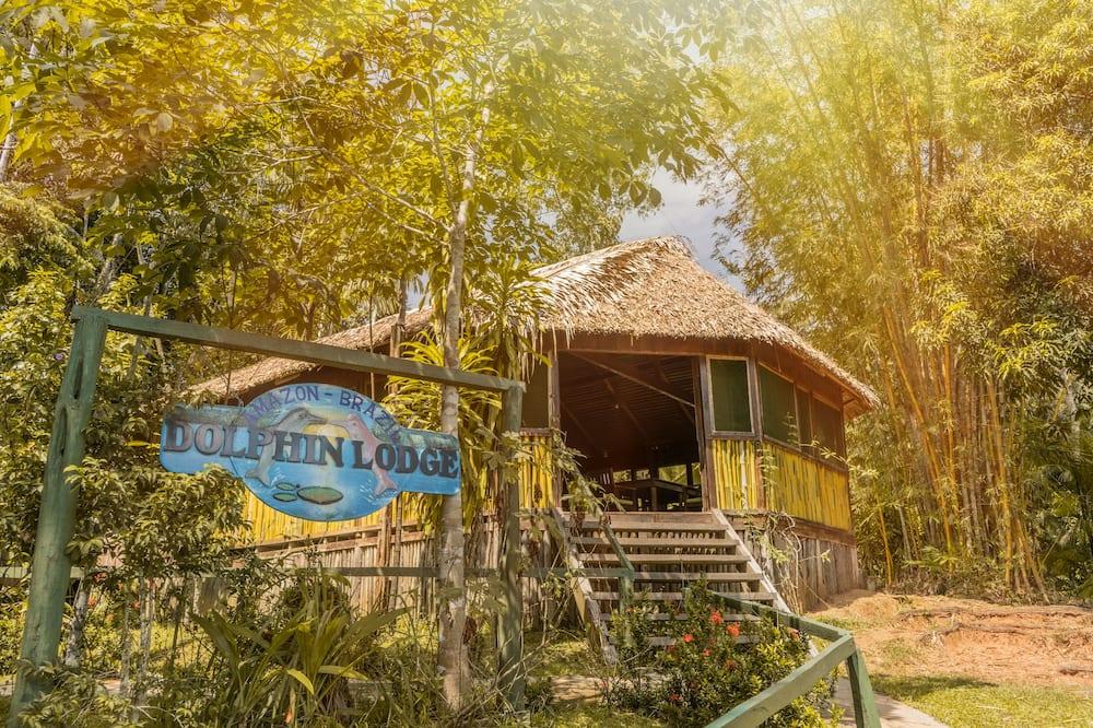 Dolphin Lodge, Careiro
