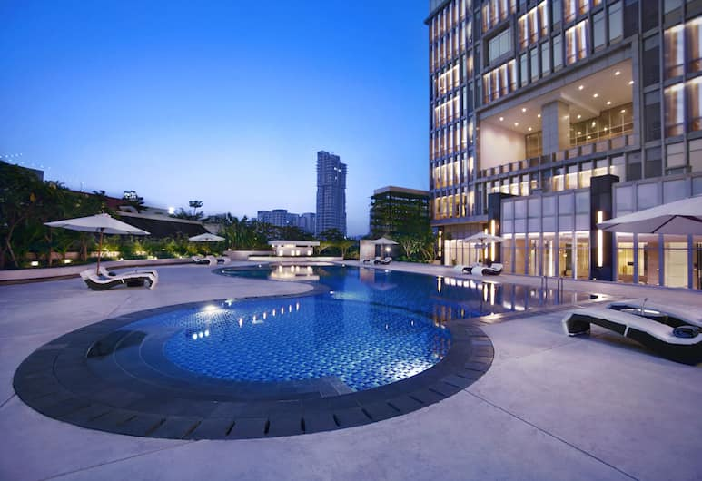 The Grove Suites, Jakarta, Kolam Renang Luar Ruangan