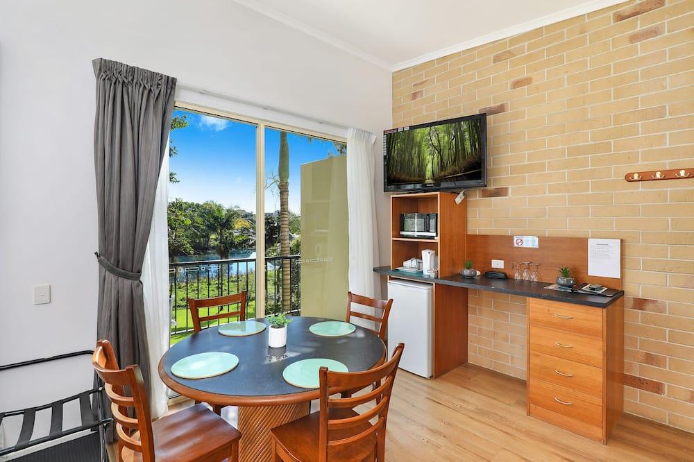 Luxury Suite, 1 Bedroom, Non Smoking, River View - Living Area