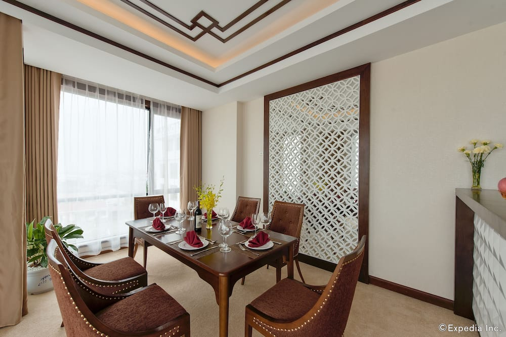 Presidential Suite, 1 Double Bed, Non Smoking, Beach View - In-Room Dining
