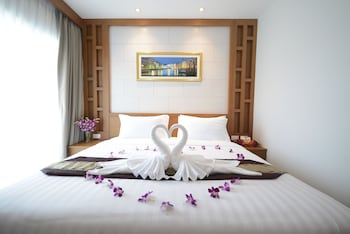 Enter your dates for special Phuket last minute prices