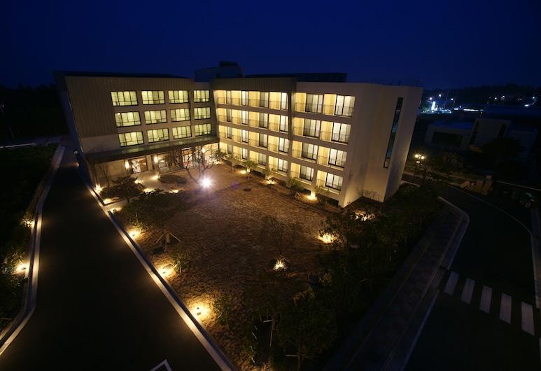 IlleInn 飯店, 西歸浦, 飯店入口 - 夜景