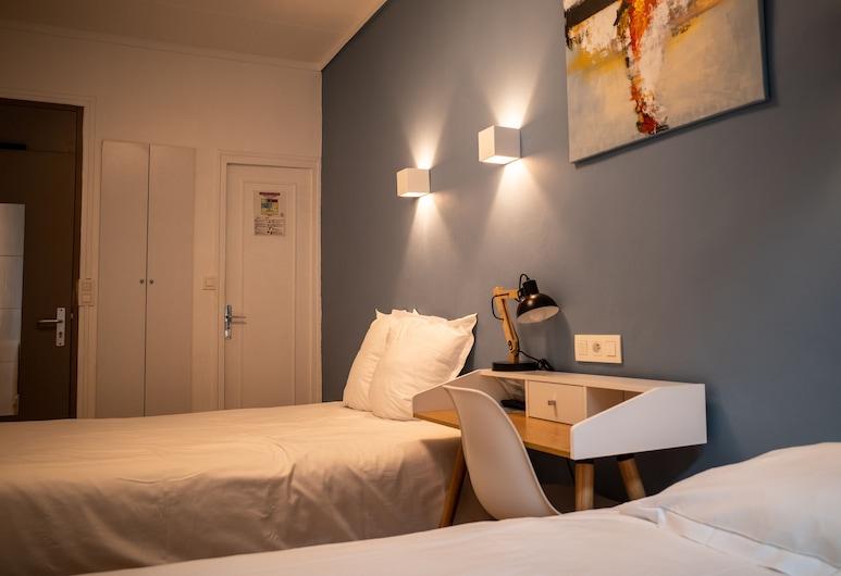 Hôtel de la Marne, Lyon, Design Triple Room, Guest Room
