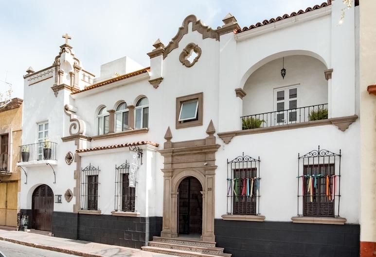Quinta Allende, Keretaras, Viešbučio fasadas