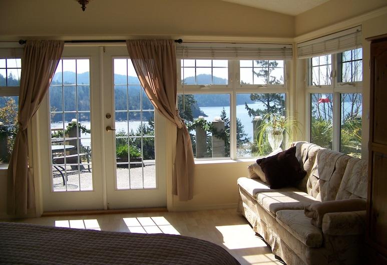 Moonlit Cove B&B, Sooke, Suite, 1 cama king-size, Kitchenette, Vista (Hummingbird), Área de Estar