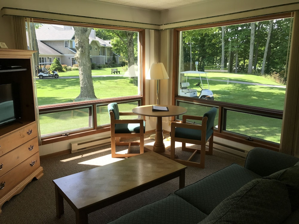Maxwelton Braes Lodge And Golf Course Baileys Harbor Clic Room Living