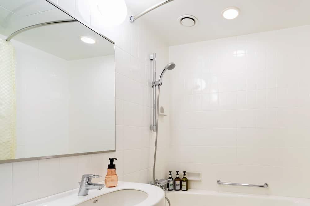 Superior Twin Room, Smoking - Bathroom