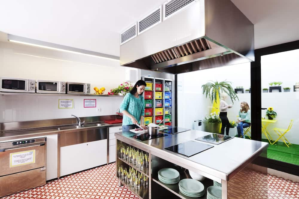Shared Dormitory, Mixed Dorm (8 Bed Dorm) - Shared kitchen