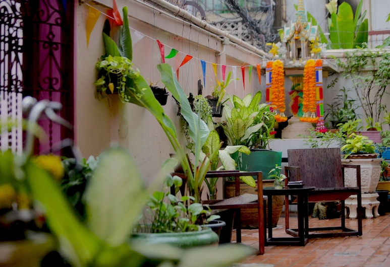At Smile Oasis Houses, Bangkok, Outdoor Dining