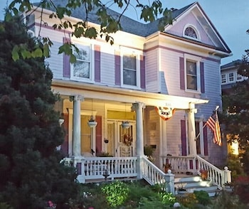 Picture of Belle Hearth Bed and Breakfast in Waynesboro