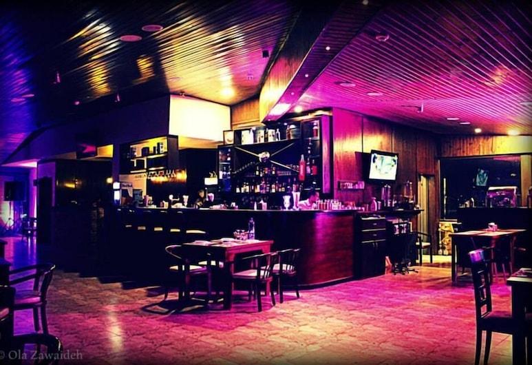 Saint John Hotel, Madaba, Bar del hotel