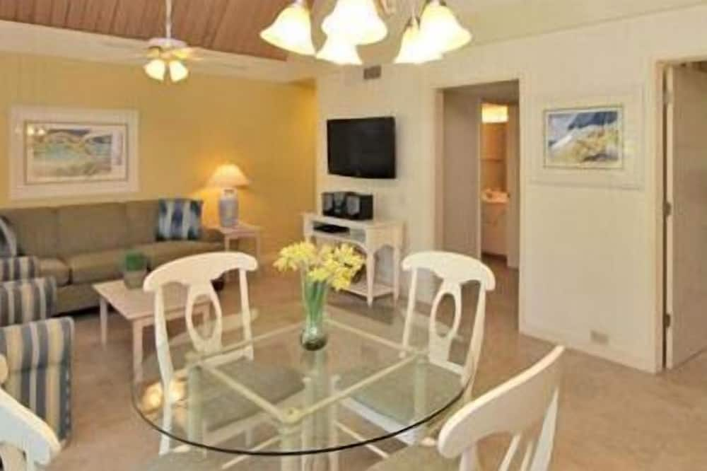 The Village Studio With Loft - In-Room Dining