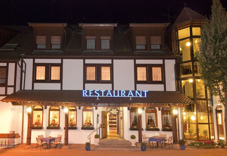 Hotel & Restaurant Goldener Pflug, Ludwigsburg, Hotel Front – Evening/Night