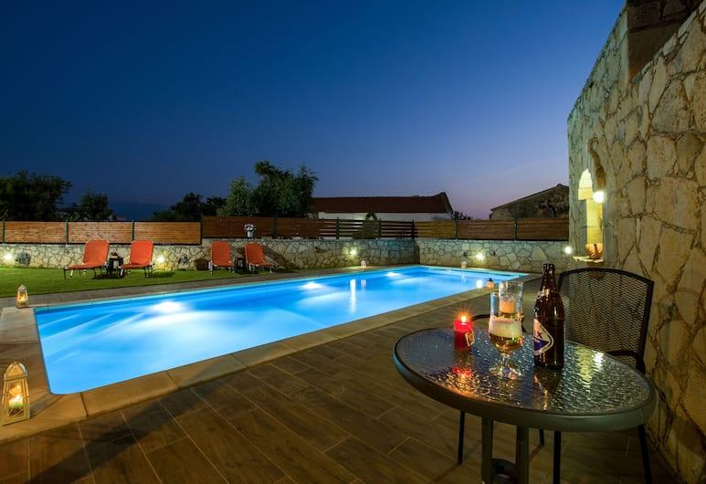 Skandalis Traditional Suites, Chania, Pool