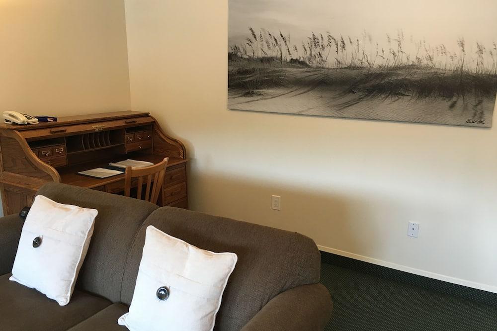 Deluxe Suite, 1 Bedroom, Fireplace (1 King) - Living Room