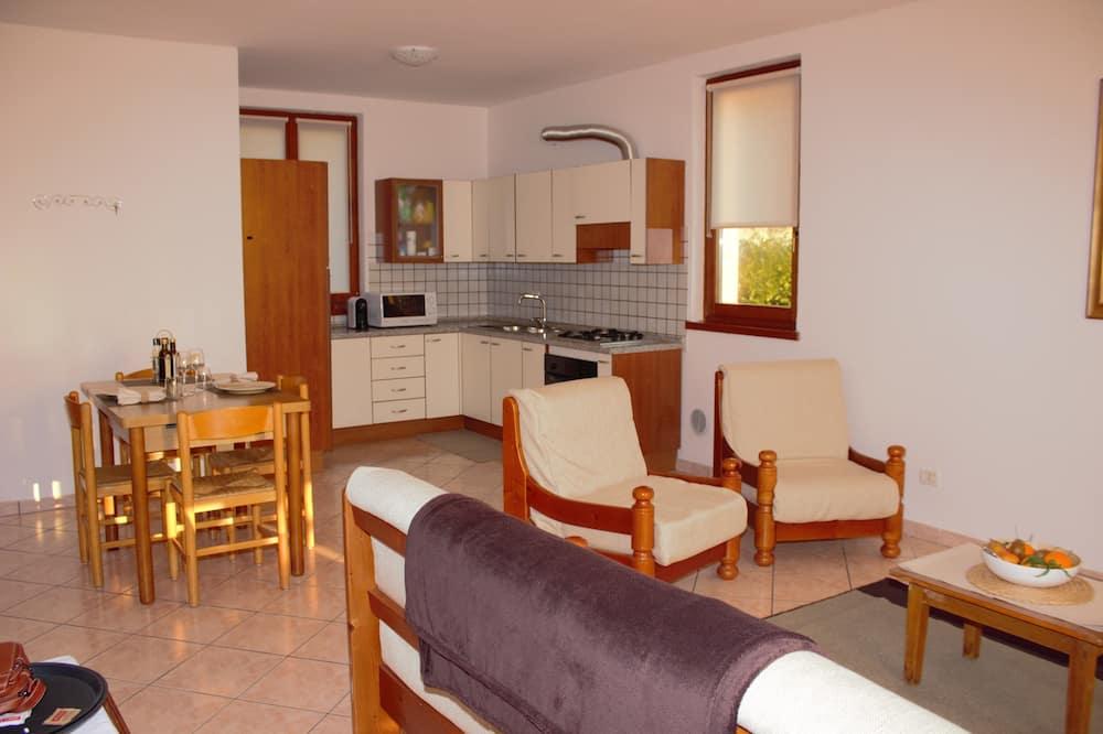 Apartmán s panoramatickým výhledem, 1 ložnice, kuchyně, výhled na jezero - Obývací prostor