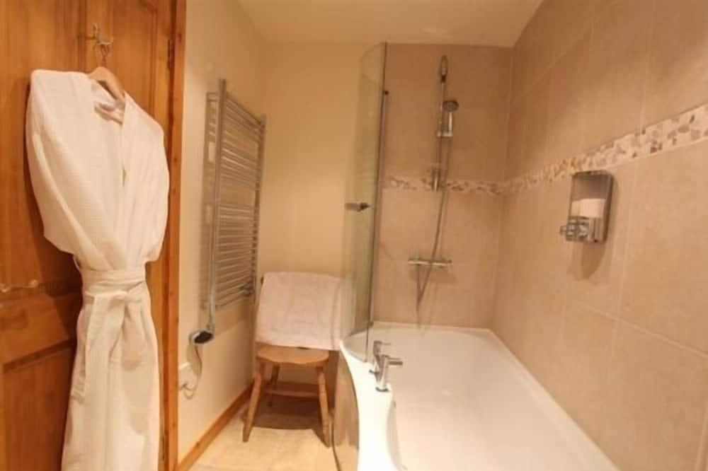 Izba s dvojlôžkom alebo oddelenými lôžkami (Fuchsia) - Kúpeľňa