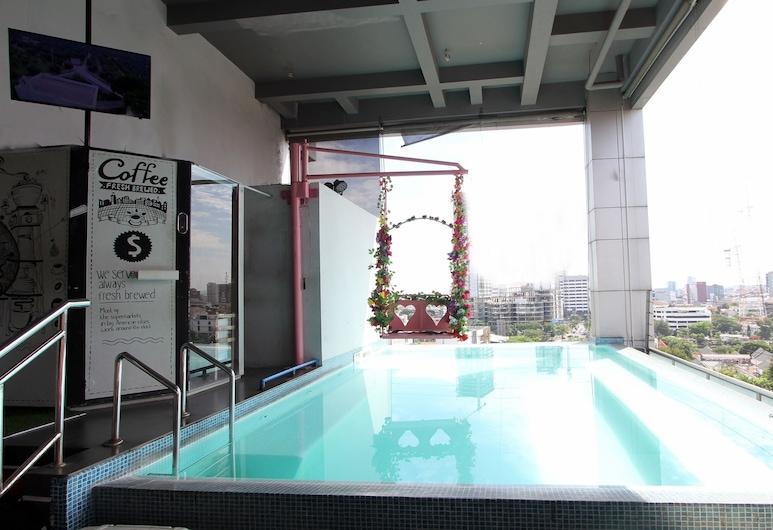 G Suites Hotel by AMITHYA, Surabaya, Außenpool