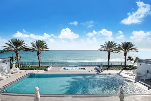 蒙特卡洛邁阿密海灘丘吉爾套房飯店/